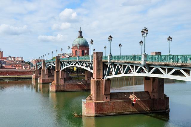 Quel est le surnom de la ville de Toulouse ?